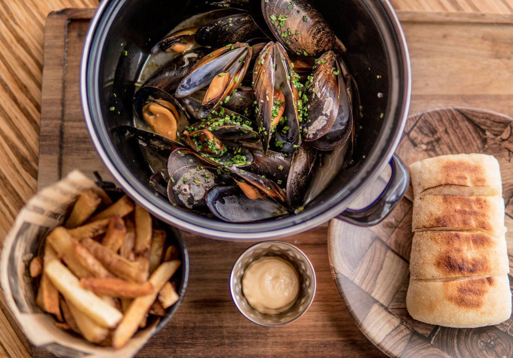 MUSSELS MOULES-FRITES